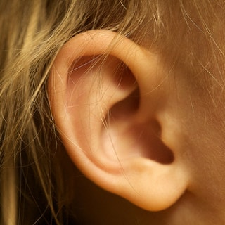 Ohrenschmalz auflösen & entfernen: Hausmittel gegen Ohrenschmalz & Ohrenschmalzpfropfen