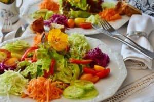 Gesundes, fettarmes Essen ist eines der besten Sodbrennen Hausmittel