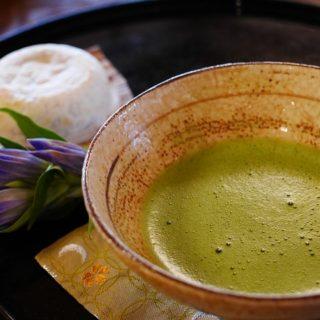 Matcha Tee ist reich an Antioxidantien als natürlicher Sonnenschutz