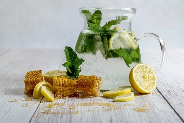Zitronenwasser auf nüchternen Magen zur Gewichtsreduktion