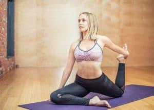 Yoga gegen Sodbrennen wirkt