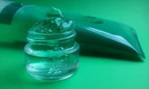 Als natürliches Hausmittel hilft Aloe Vera gegen Follikulitis