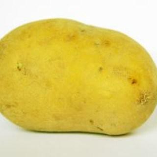 Der Saft einer Kartoffel hilft natürlich bei Augenbeschwerden wie Rötungen und Schwellungen
