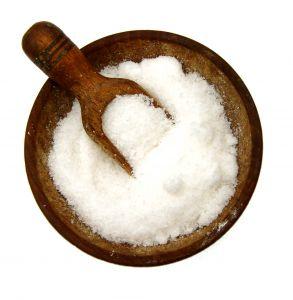 Ein gutes altes Hausmittel um Ohrenschmalz und Pfropfen zu entfernen ist Salzwasser