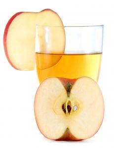 Ein Hausmittel um Leberflecken zu entfernen wird aus Apfelessig und Honig zubereitet