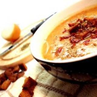 Eine heiße Suppe gegen Stirnhöhlenentzündung. Dieses Hausmittel wirkt und schmeckt.