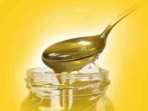 Honig bekämpft Augenentzündungen als natürliches Heilmittel.