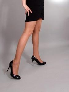 Hühneraugen durch schlechte Schuhe? Hausmittel behandeln natürlich schmerzende Hühneraugen an den Füßen