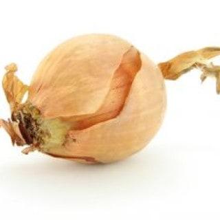 Hustenreiz Hausmittel: Die Zwiebel. Sie lindert den Reizhusten und sorgt nachts für einen erholsamen Schlaf.