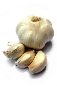 Knoblauch ist eines der besten natürlichen Hausmittel gegen eine Magen Darm Grippe