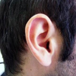 Mit Hausmitteln die Ohren richtig reinigen und pflegen hilft gegen Hörprobleme