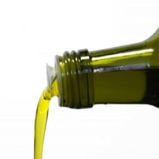 Olivenöl ist ein natürliches Hausmittel bei Kopfläusen