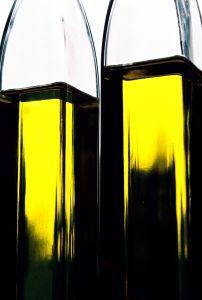 Teebaumöl ist eines der besten Hautpilz Hausmittel das den Pilzbefall abtötet.